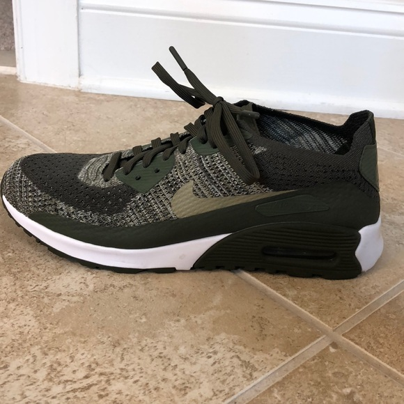 Women s size 10 Nike Air Max (olive army green). M 5bc373c9aa87700abff0f83d b253239437
